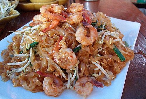 Еда в Тайланде. Жареная лапша с креветками