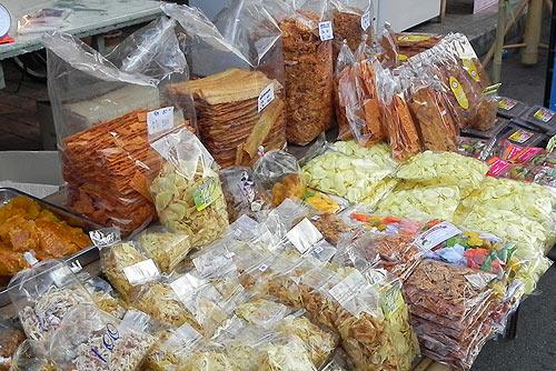 Шоппинг на воскресном рынке Чангмая