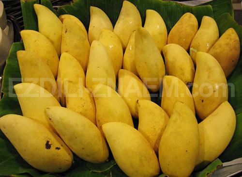 На фото: фрукты манго, Тайланд