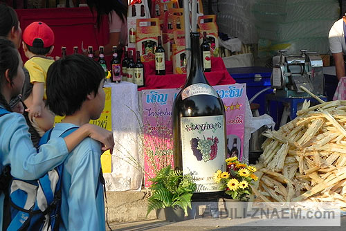 виноделы на Празднике цветов Тайланда