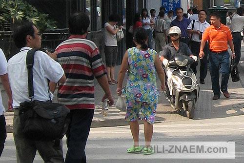 движение на улицах Шанхая