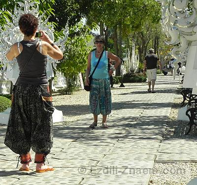 Туристы около Белого Храма Тайланда