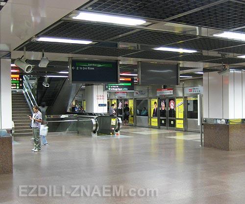 На фото: станция метро Сингапура