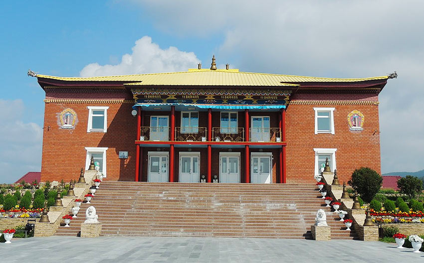 Вход в дацан Ринпоче Багша в Улан-Удэ