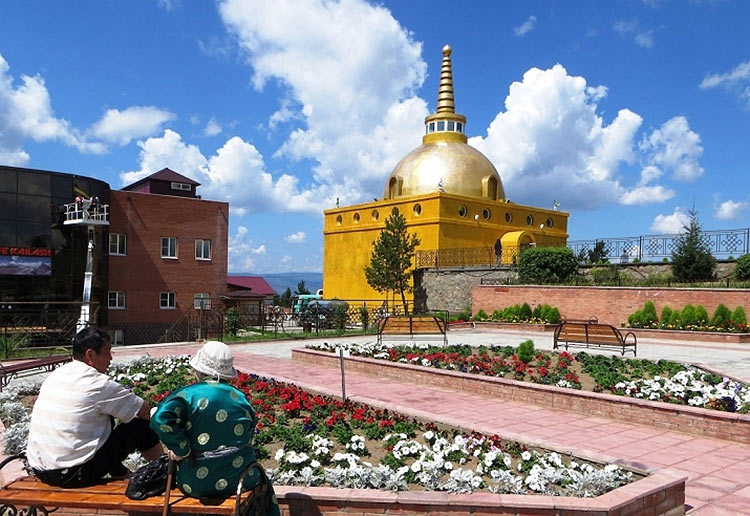 Золотая Ступа в буддийском дацане Ринпоче Багша
