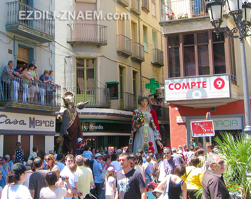 фигуры Гигантов на улицах испанского Олота