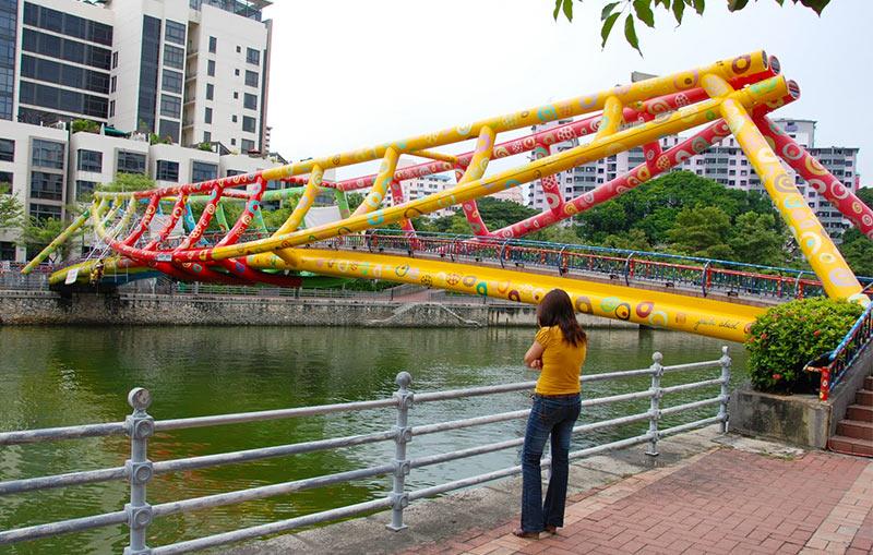 Цветной мост Alkaff в Сингапуре