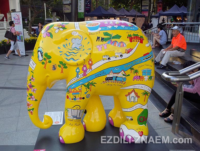 Раскрашенный слон в Чиангмае, Таиланд