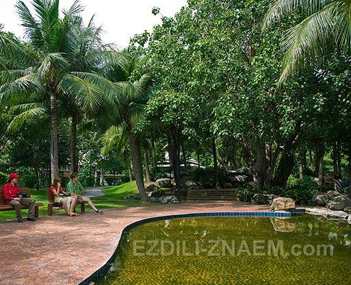 Парки Бангкока: Бенжакити парк