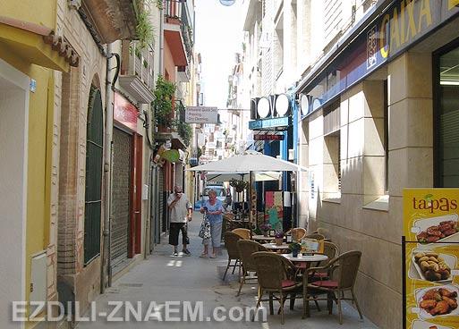 Испания. Старые улицы в Бланесе. Фото