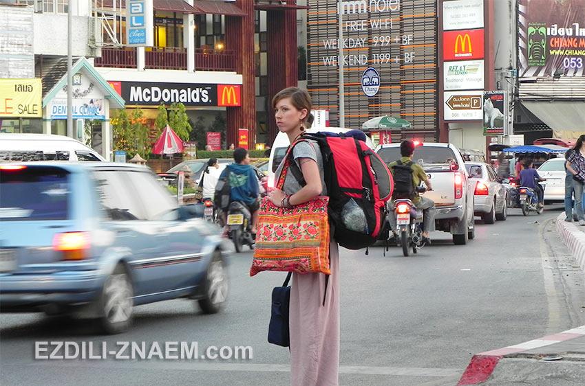 эта туристка приехала в Чиангмай почти налегке