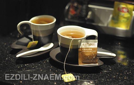 """чай из минибара в номере отеля """"Пуллман"""" в Гуанчжоу. Китай"""