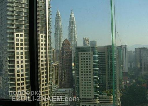 Вид из номера отеля на башни Петронас. Куала Лумпур