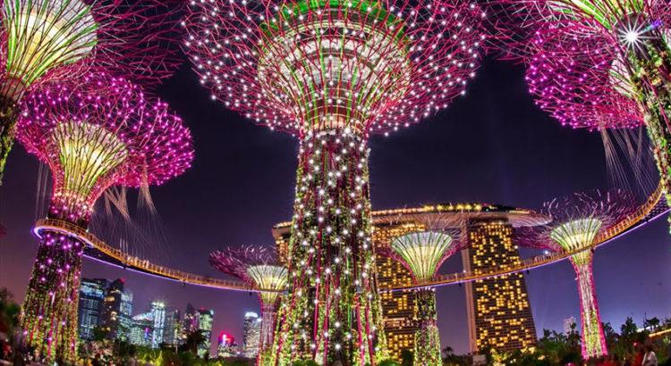 "Парк деревьев в Сингапуре ""Gardens by the Bay"". Как из фильма ""Аватар"""
