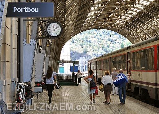 Портбоу в Испании - городок куда можно поехать на поезде