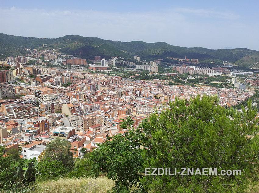 за горой Барселона выглядит уже как-то спокойней