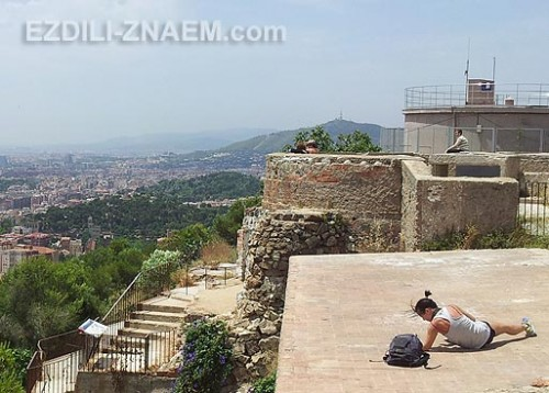 Обзорная площадка на горе. Нетуристические места Барселоны