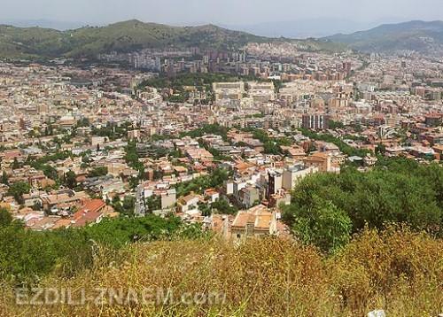 Вид на Барселону за горой