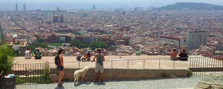 Вид с горы на Барселону. Нетуристическая обзорная площадка Барселоны