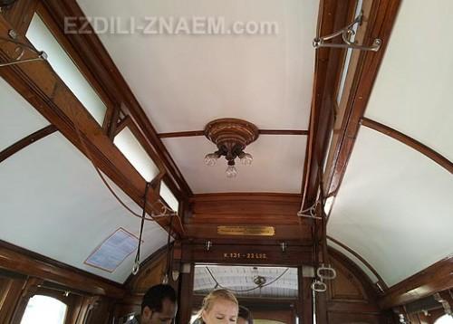Внутри трамвая в Порто