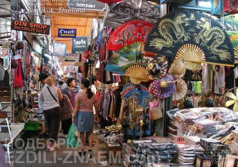 внутри рынка Чатучак в Бангкоке