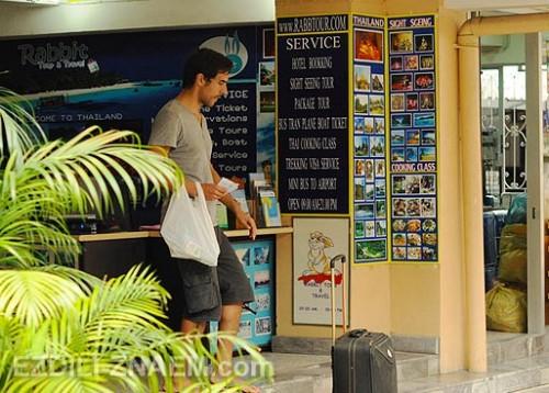 Большинство туристического траспорта идет через Каосан