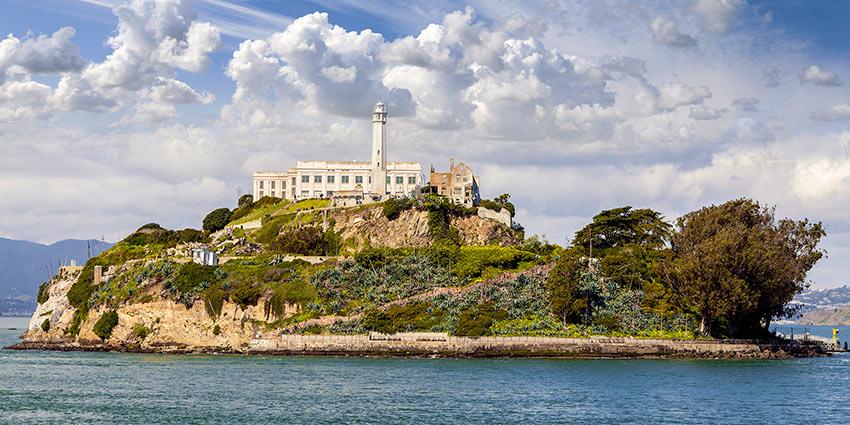 остров-тюрьма Алькатрас одно из главных туристических мест