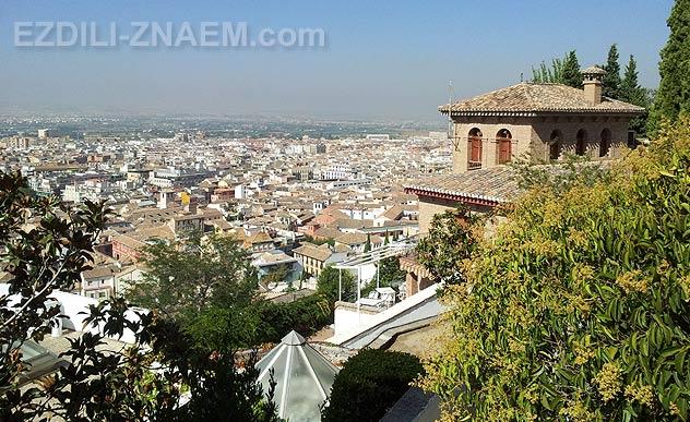 Вид на Гранаду с Альгамбры