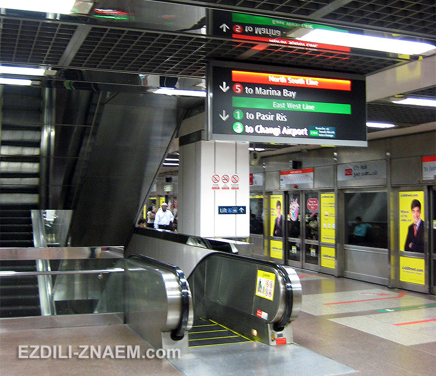 типичная станция метро Сингапура