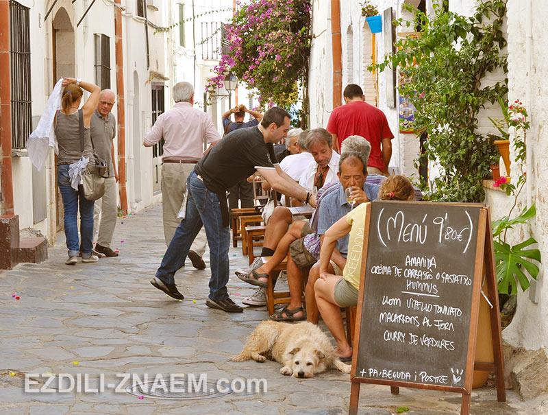 уличные кафе в Кадакесе
