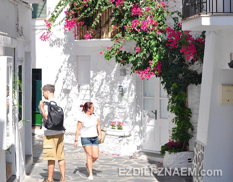 тихие улицы Кадакеса (Испания)