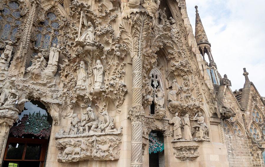 старая часть храма Саграда Фамилия в Барселоне