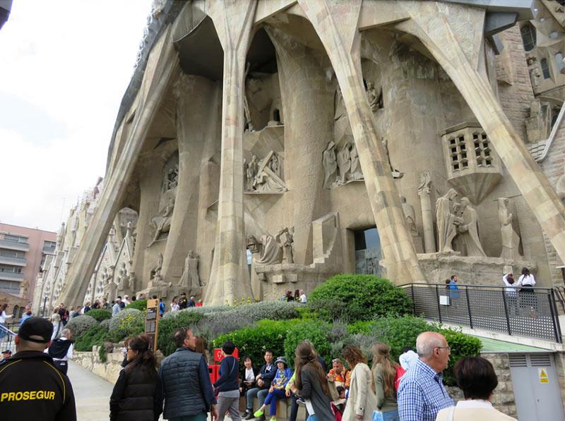 вход в храм Саграда Фамилия, Барселона