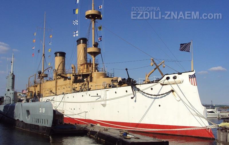 """Корабль-музей - крейсер """"Олимпия"""" в порту Филадельфии"""