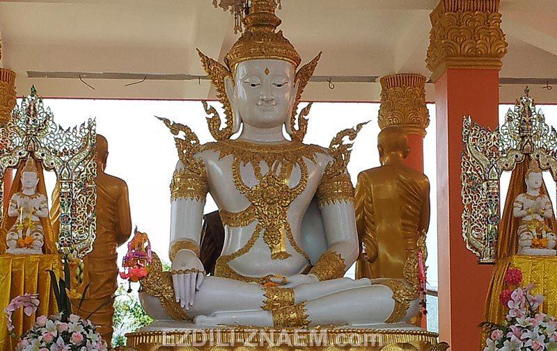 Белый Будда в Mae Sai