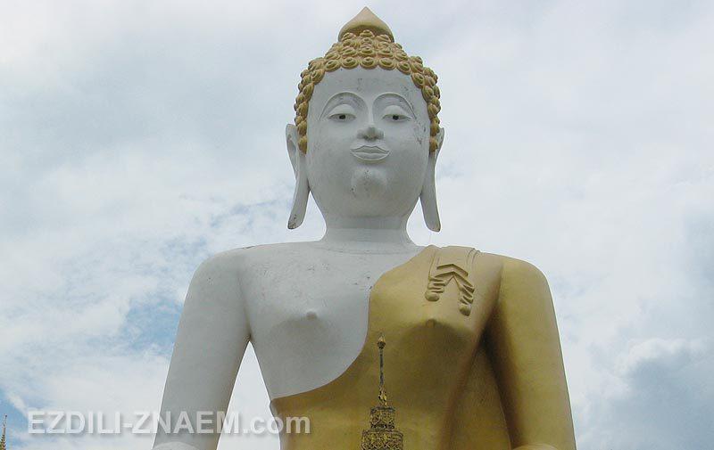Фигура белого Будды, Чианг Май, Таиланд