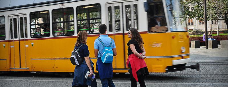 Туристы и общественный транспорт