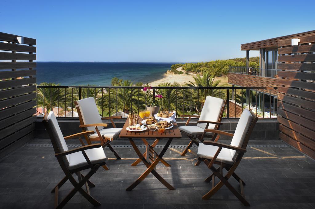 Вид с балкона отеля Blue Dolphin Hotel, Халкидики, Греция