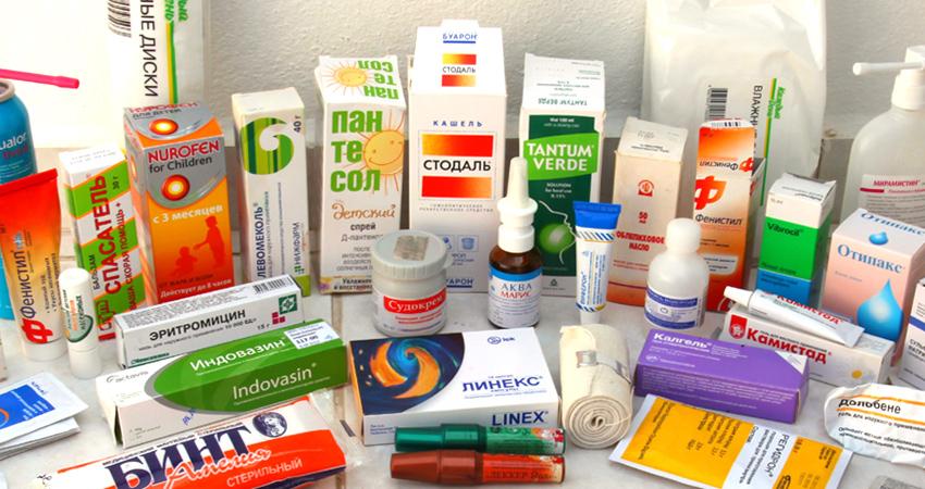 О том, какие медикаменты могут пригодиться дома и в отпуске.
