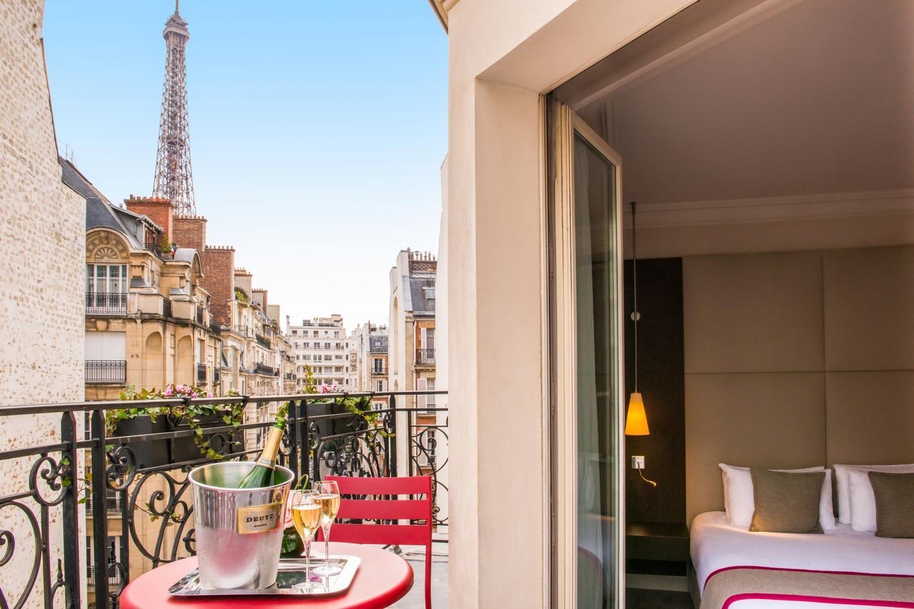 Отель Derby Alma в Париже с видом на Эйфелеву башню