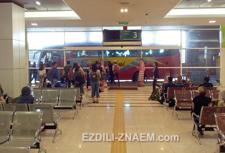 Посадка в автобус Куала Лумпур - Мелака