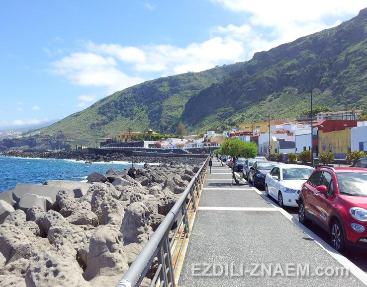 Парковка на берегу у городка Гарачико, Тенерифе