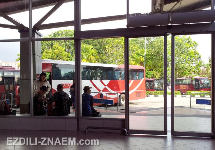 Автобус от автовокзала до центра Мелакки