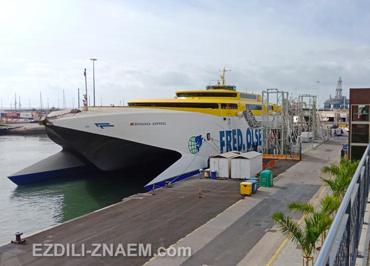 Паром до Гран Канарии в порту Санта-Круз-де-Тенерифе