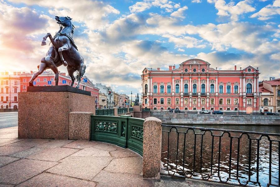 Аничков мост и Дворец Белосельских-Белозерских на Невском проспекте