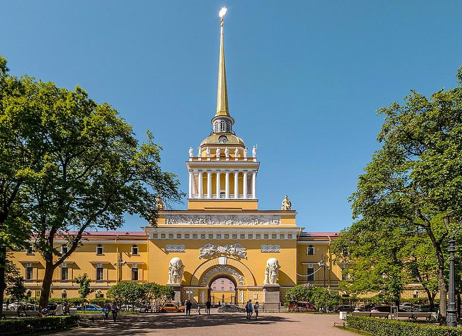 Здание Адмиралтейства в Петербурге