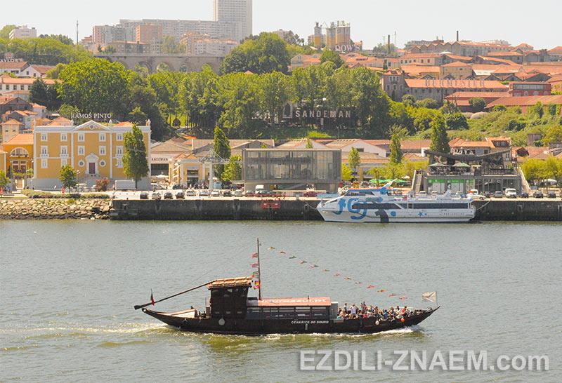 Прогулочный кораблик в Порто