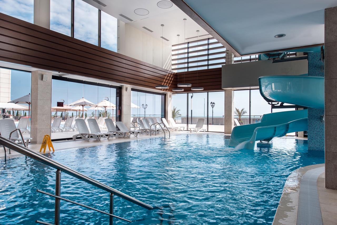Подогреваемый бассейн в отеле Арфа