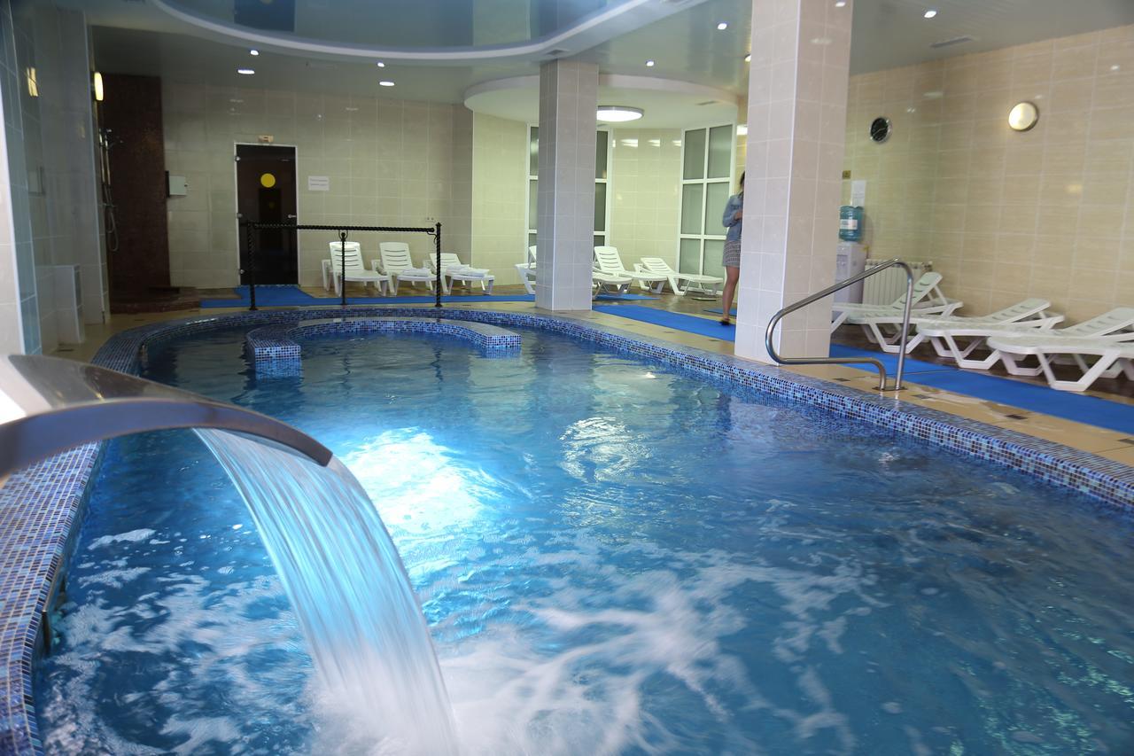 Подогреваемый бассейн в отеле Беларусь на Красной Поляне