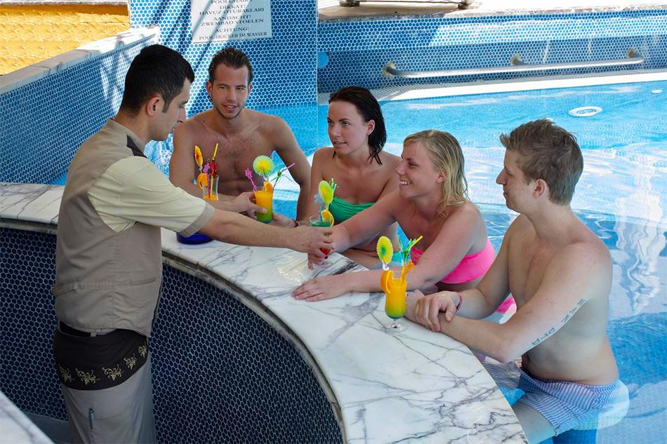 Отель с подогреваемым бассейном в Алании
